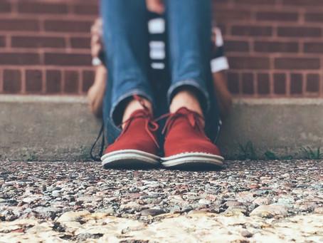 Costretto a cambiare scuola per i bulli: è stalking