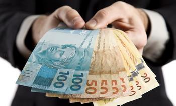 Deveríamos ter um salário máximo no Brasil?