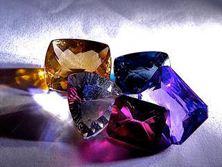 ¿Qué caracteriza a las piedras preciosas?