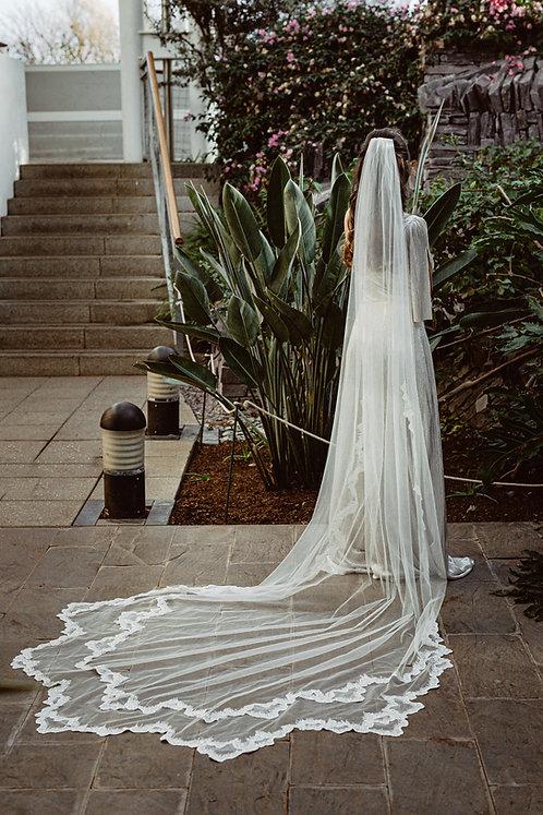 Aurellia- Ivory Glitter Wave Veil