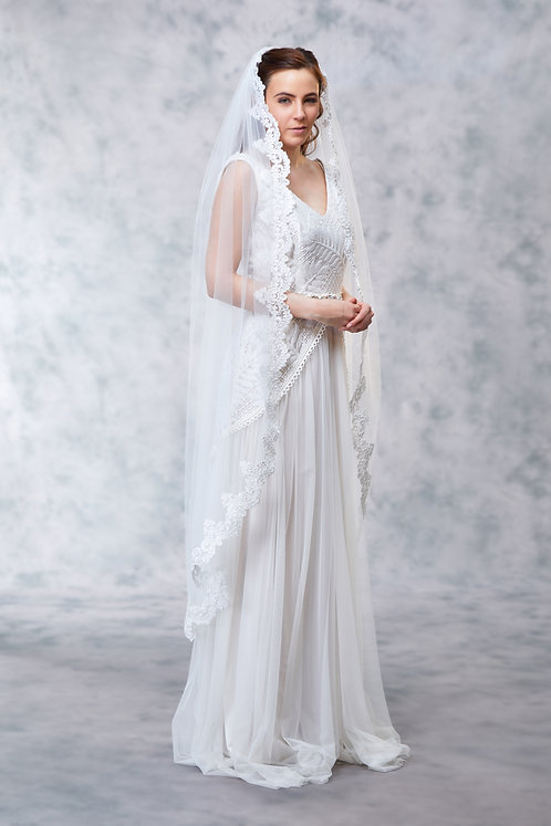 Tilly -Thin Scallop Lace Veil