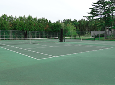 hard-tennis-courts-at-bhcc.png