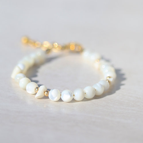 Bracelet with Mother of Pearl and coral