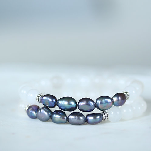 Blue pearls and Malaysian Jade stone bracelet