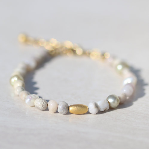 Bracelet with tiny stones and pearls