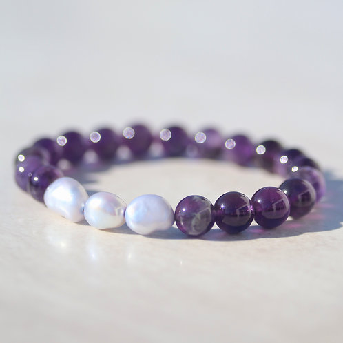 Amethyst gemstone bracelet with freshwater pearl