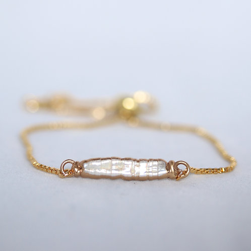 Minimalistic fresh water pearl bracelet