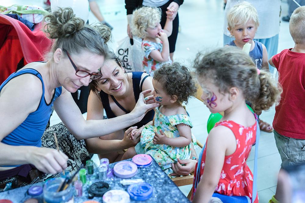 Barnens dag i Överby köpcentrum sibahuset i Trollhättan