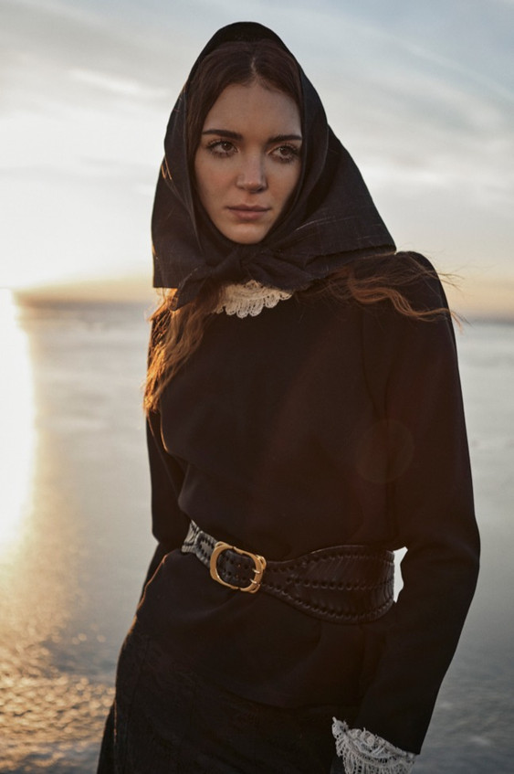 Black-Swan-Olga-Rubio-Dalmau-15_edited.j