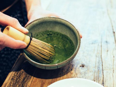 foodiesfeed.com_matcha-tea-whisking.jpg