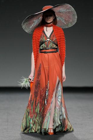 Amai Rodríguez orange dress