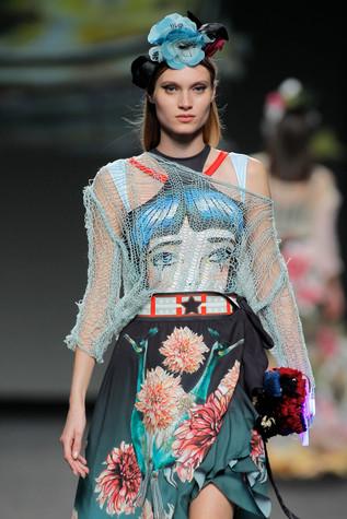 Blue look Madrid Fashion week