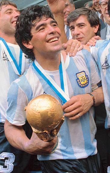 Diego Maradona holding World Cup