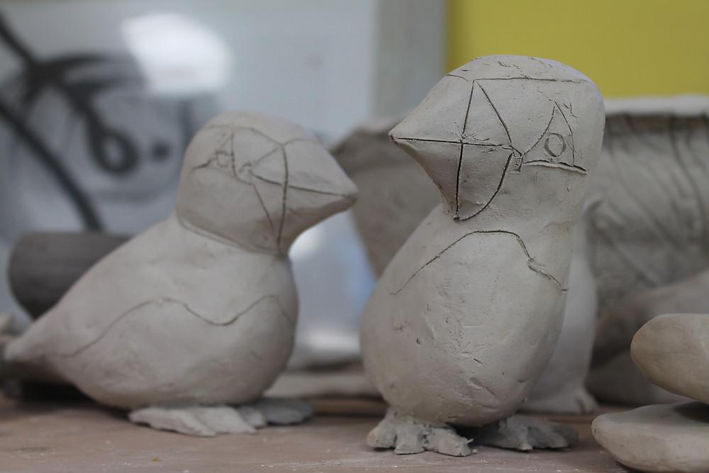 """la thématique pour cette année 2016 est """"oiseaux et jardins"""", tous les élèves de l'atelier peuvent participer à créer des objets qui seront ensuite vendus au profit de l'association lors de la foire des Potiers de Lamballe."""