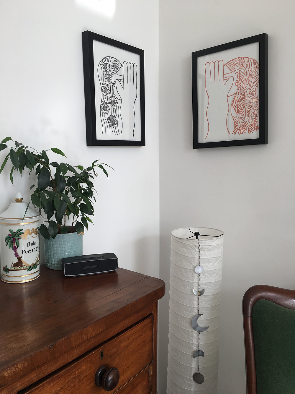 Declutter your living room with corner art pictures