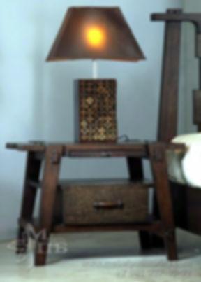 Тумба прикроватная в колониальном стиле