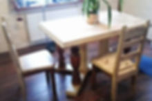 столы под старину, столы с эффектом старения, столы в стиле шале, столы в стиле кантри, деревянные столы овальные столы, круглые столы, квадратные столы, прямоугольные столы, журнальные столики, столы для кабинетов под старину, раздвижные столы, столы трансформеры, компьютерные столы, деревянные столы для кухни, столы из дерева для столовых комнат, фото деревянных столов, столы из массива фото, столы под старину фото