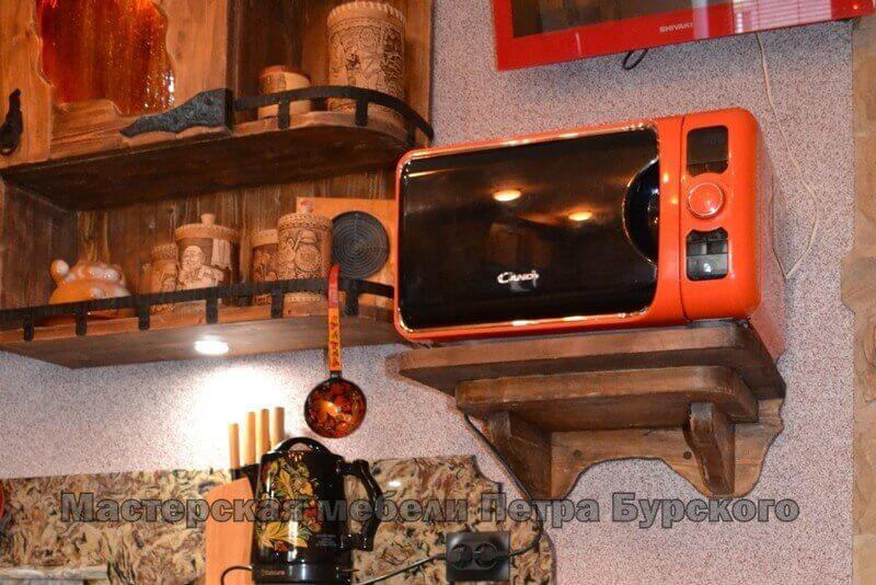 Кухня из состаренного дерева