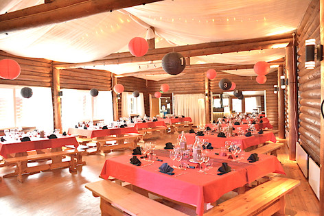 Tanssitalon ruokasali .. ballroom .. La salle en fête