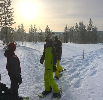 Lumikenkäily .. Snowshoeing