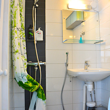 Karpalo, wc, suihku .. toilet and shower .. toilettes et salle de bain