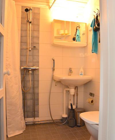 Puolukka, wc, suihku .. toilet and shower ..