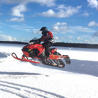 Moottorikelekkailu .. Snowmobile trips