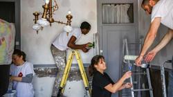 Reconstruir as casas dos outros