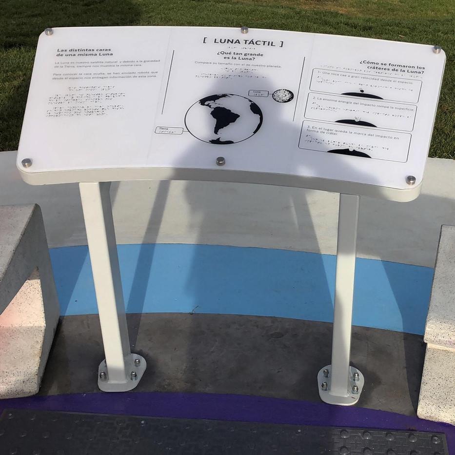 Meson informativo Braille Plaza Solar MI