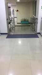 Clinica Iquique Paneles Podotáctiles.jpe