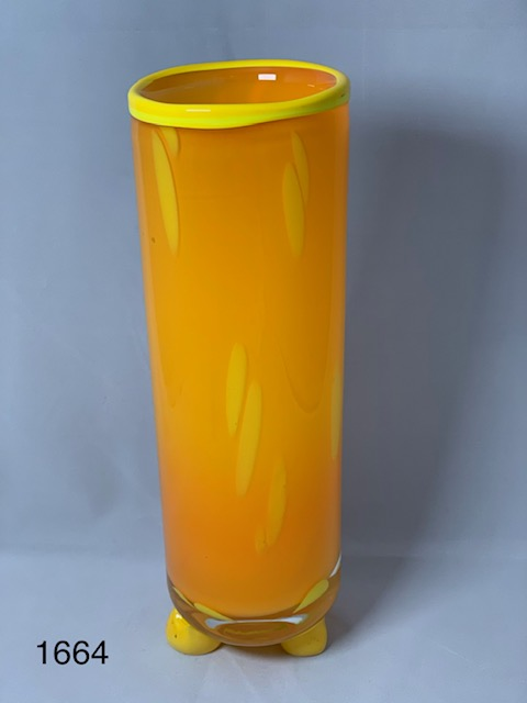 Or, yellow vase
