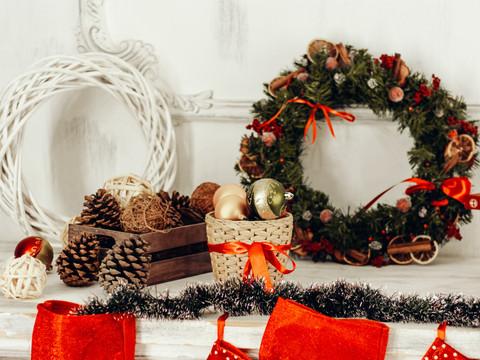 Como decorar estantes e prateleiras para o Natal