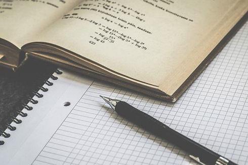 Compiti-scuola-libri-quaderni-penna-stud