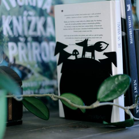 liščí zarážka na knížky