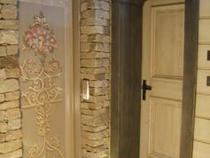 ascenseur decor baroque meribel.JPG