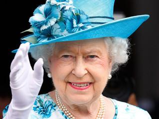 Le salut à la foule d'Elisabeth II : entre conscient et non-conscient