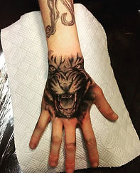 tiger on hand tattoo tetovaza