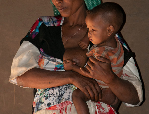 Moeder en kind in Afrika