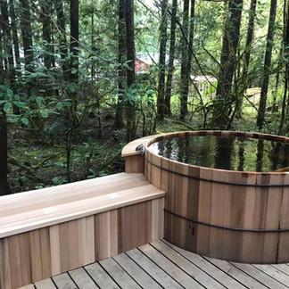 awesome cedar hot tub .jpg
