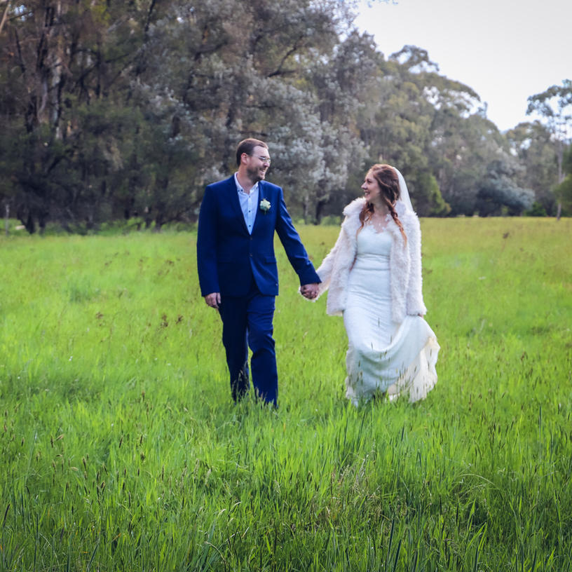 CASS AND ROB  // COUNTRY DIY WEDDING PHOTOGRAPHY