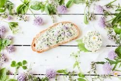 Brot mit Wildkräutern