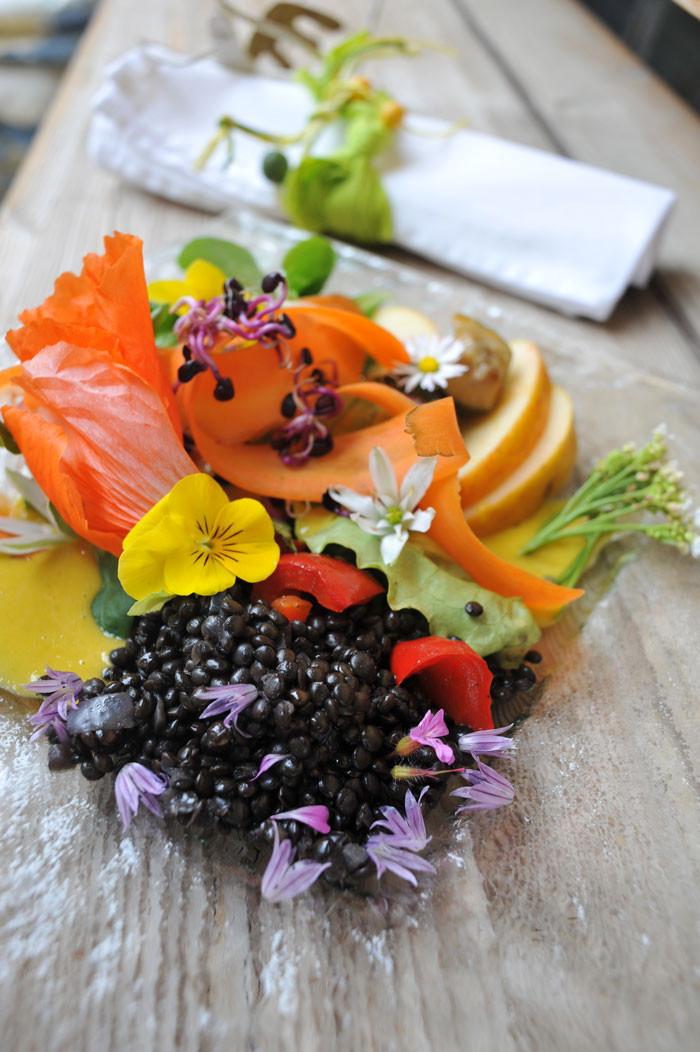 Salatteller-mit-Belugalinsen.jpg
