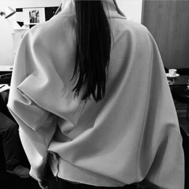 "concept 2 ""ONE-PIECE-OF CLOTH"" Twist-Drape Top_02"