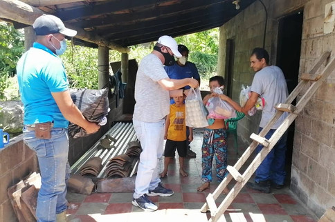 APOYO A PERSONAS DE ESCASOS RECURSOS EN CHALATENANGO