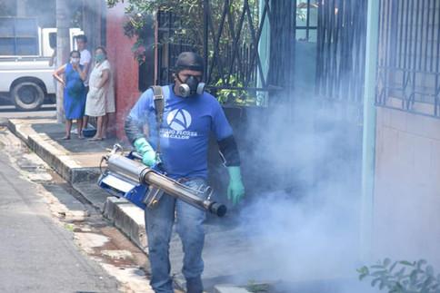 [PCN] Programa de fumigación intensivo en todo el municipio de Ahuachapán en Coordinación de Abilio