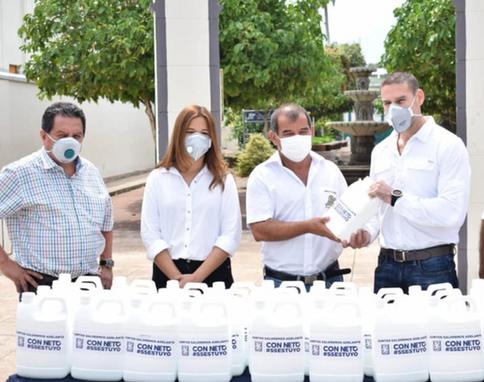 Entrega de insumos para prevenir el COVID-19 en su municipio de Ahuachapán