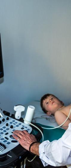 Dr. Kästner bei der Echokardiographie