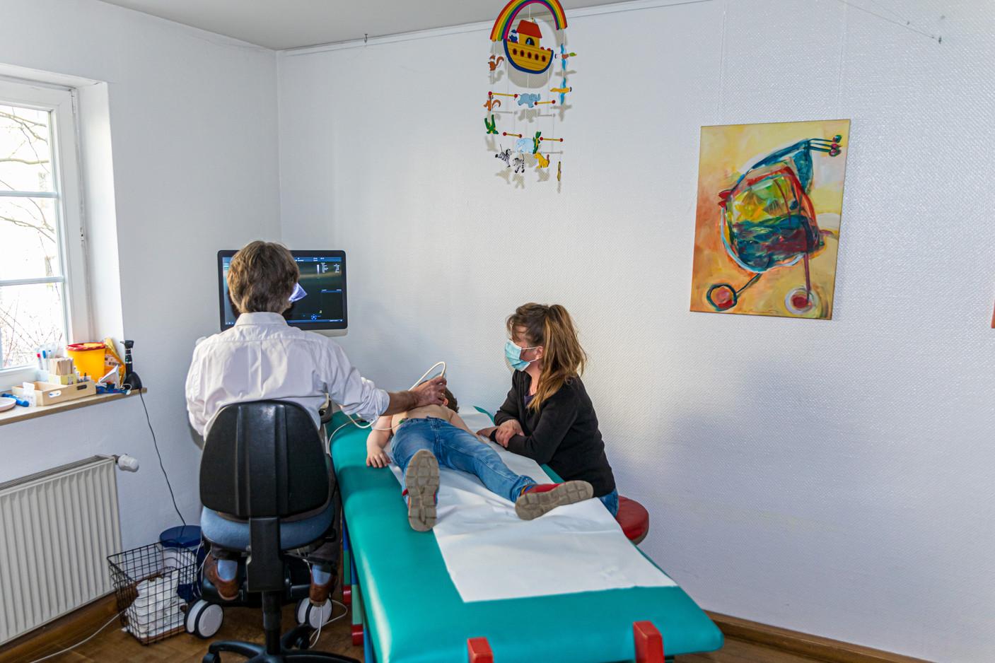 Echokardiographie im Zimmer 5 in der Kardiologie