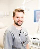 juureravi mikroskoobiga, hamba implantaat, hambakroon