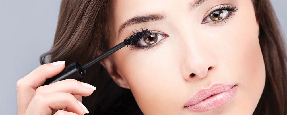mujer-maquillandose_1.jpg